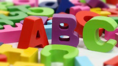 Lettres de couleurs en plastique